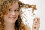 Cele mai bune trucuri pentru un păr frumos și creț