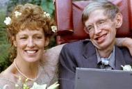 """""""Stephen Hawking nu a  murit acum!"""" Ar fi mort de zeci de ani, dar in scaunul lui s-a pus o papusa"""