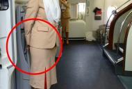 De ce toate stewardesele țin mâinile la spate când întâmpină pasagerii. Ascund un aparat care...