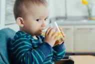 Avertismentul pediatrilor: nu le mai dati copiilor sucuri de fructe