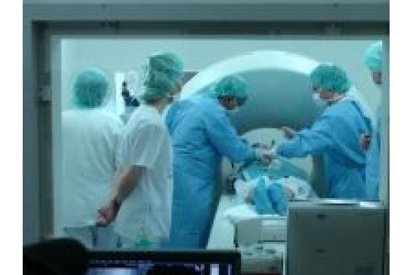 Clinica de Diagnostic Phoenix - vertebroplastie.jpg