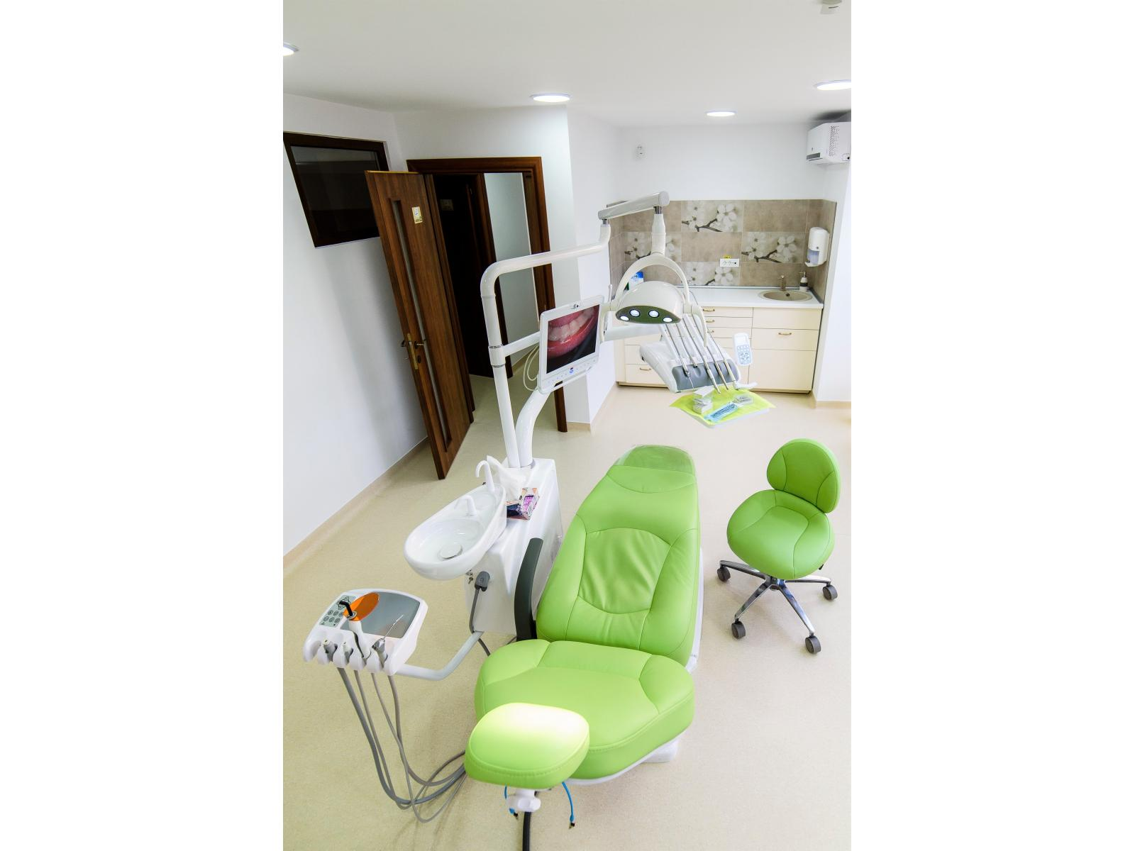 Dentarbre Dental Clinic - 171209_SalonSasha_032.jpg